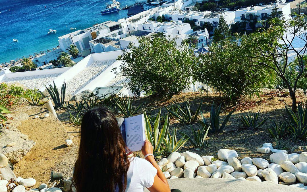 Leyendo con vistas al mar .. Este verano #veraleo Entre Almas 📚
